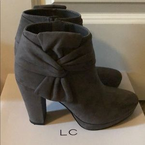 Bow tied ankle Boots